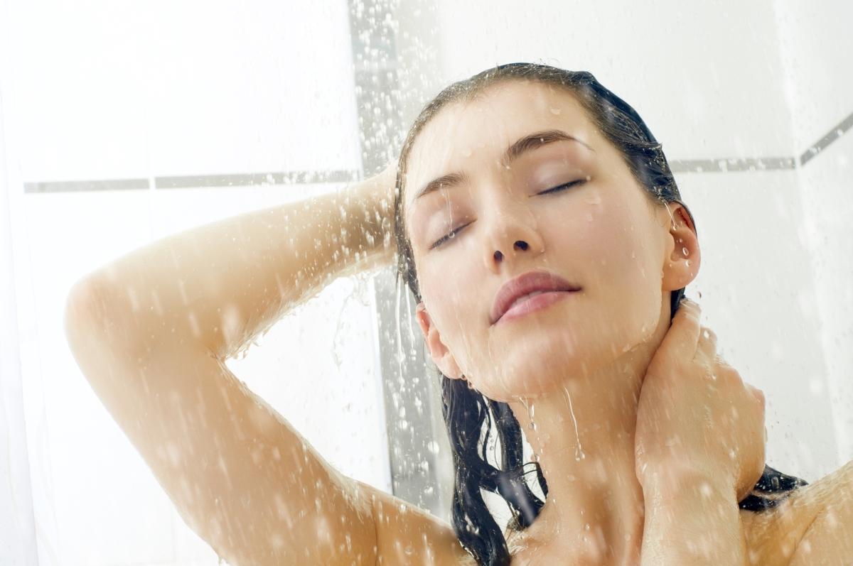Студеният душ е полезен за хората, които са склинни към депресивни или апатични състояния.