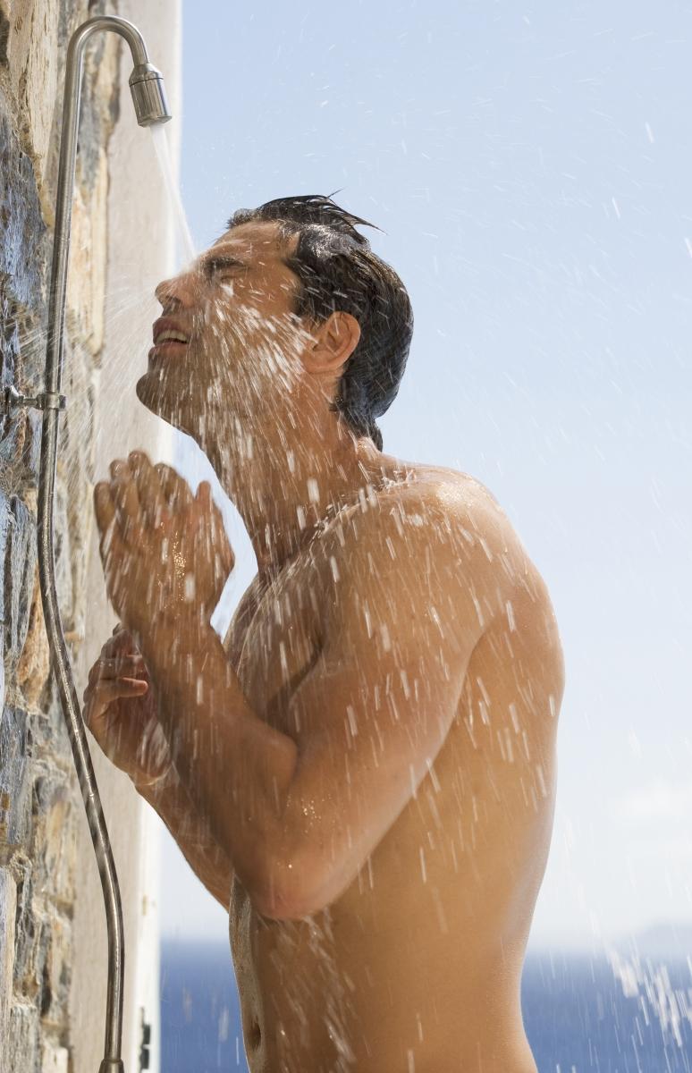 Според проведено проучване, студеният душ повишава нивата на тестостерона.