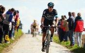 Отстраниха колоездач от Тур дьо Франс за удар срещу колега