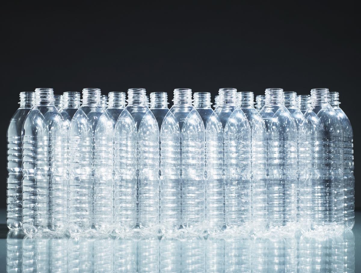 <p>Пластмасовите бутилки се разграждат за 450 години.&nbsp;</p>