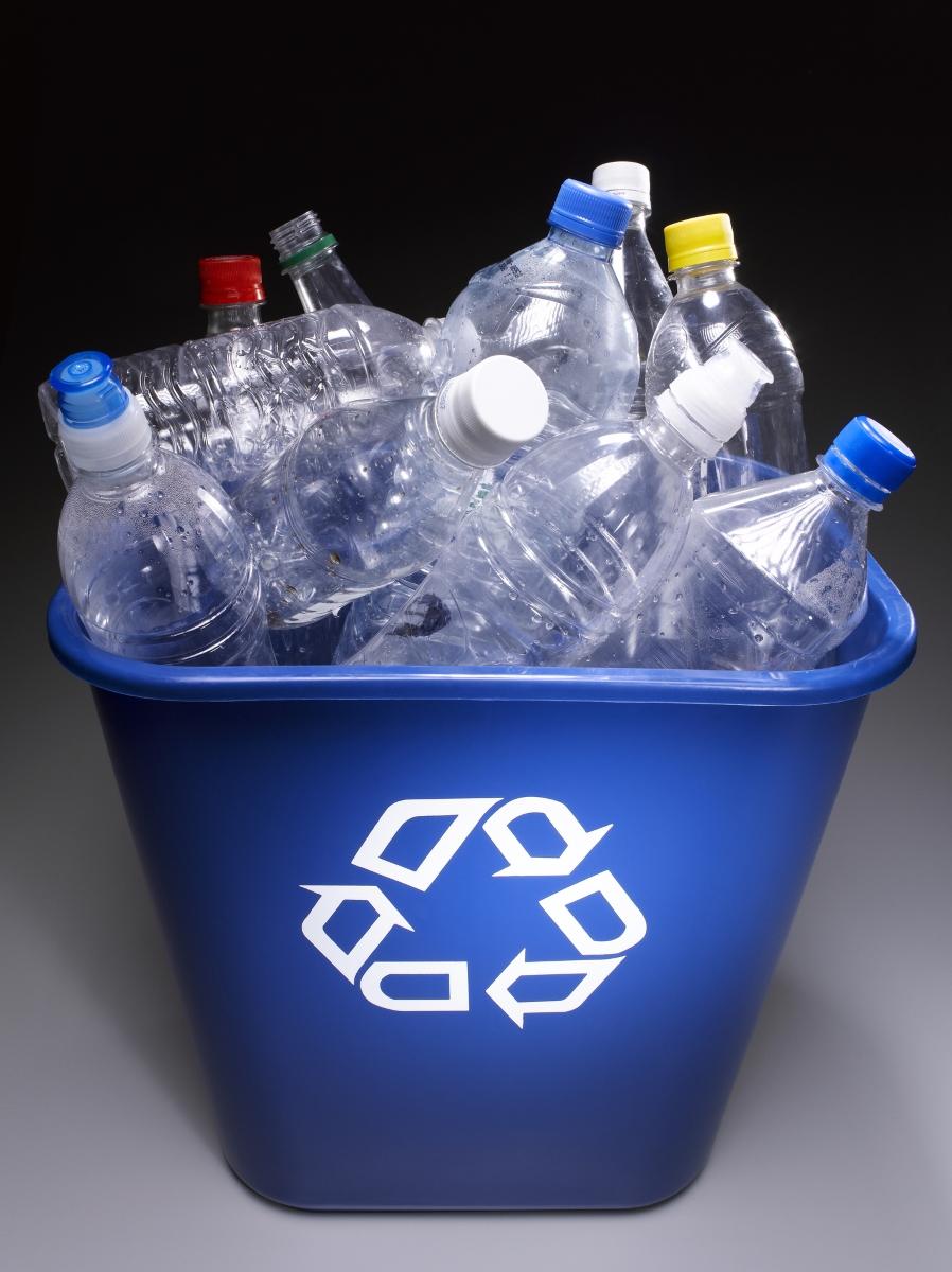 <p>Капачките от пластмасовите бутилки се могат да се разградят за вяечатляващия период между 450 и 1000 години.&nbsp;</p>