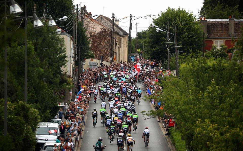 Фермери нападнаха участниците в Тур дьо Франс