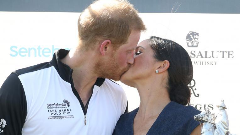 принц Хари и Меган Маркъл целувка