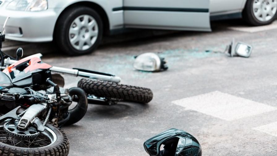Двама души загинаха при тежка катастрофа с мотор