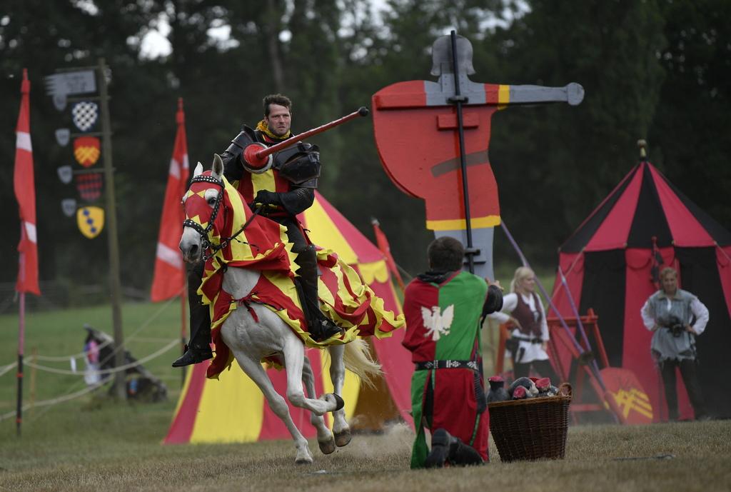 Рицарските турнири са вид бойна игра с произход ранното средновековие.