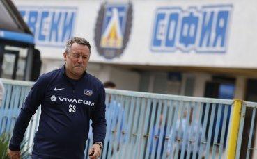 """Стоянович """"натисна"""" нападателите на Левски"""