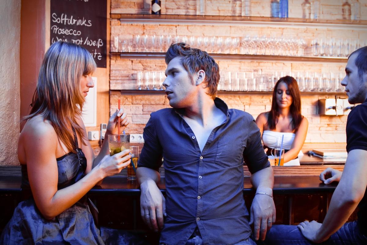 Адам Сегер казва, че хората, които поръчват за другите, като смятат, че знаят какво искат да пият, обикновено завършват вечерта сами.