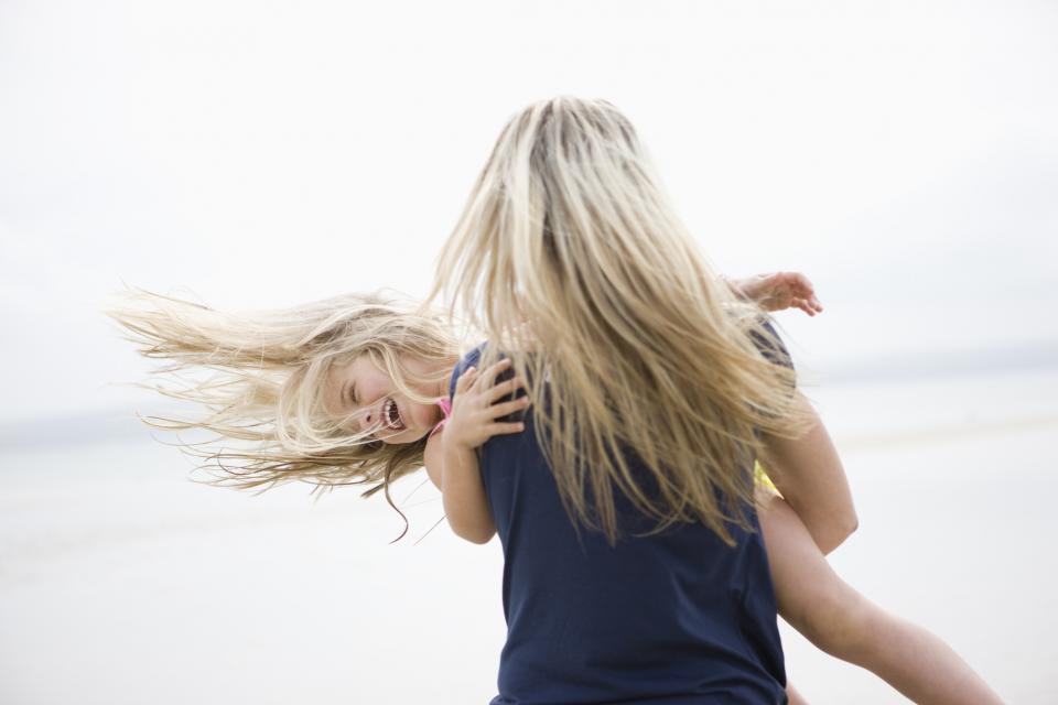 майка дъщеря плаж
