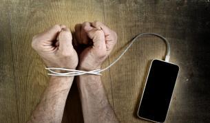 6 признака, че сте роби на телефона си (СНИМКИ) - Любопитно | Vesti.bg