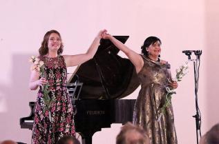 Лора Чекоратова и Мариана Карпатова