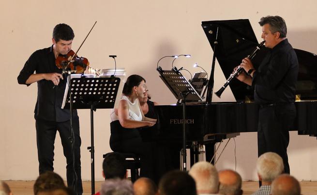 Трио за цигулка, кларинет и пиано