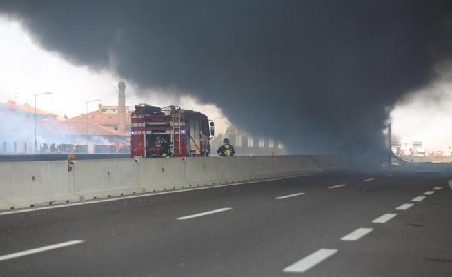 Цистерна се взриви на натоварен път в Болоня, десетки ранени