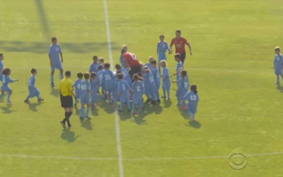 Уникален мач: Трима от Юнайтед и вратар Моуриньо срещу 100 деца