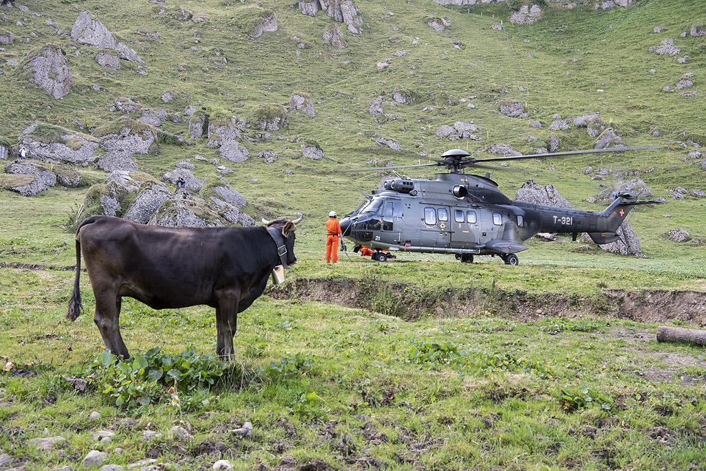 До този момент хеликоптери са летели над източната част на страната, но се очаква да тръгнат и на запад.