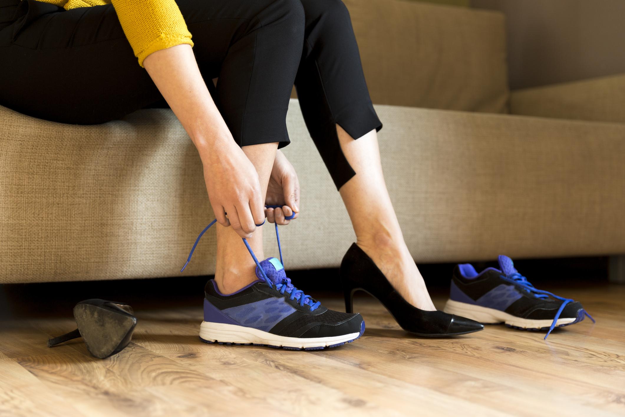 Носим обувки вкъщи или ги оставяме в коридора, когато ги събуем.