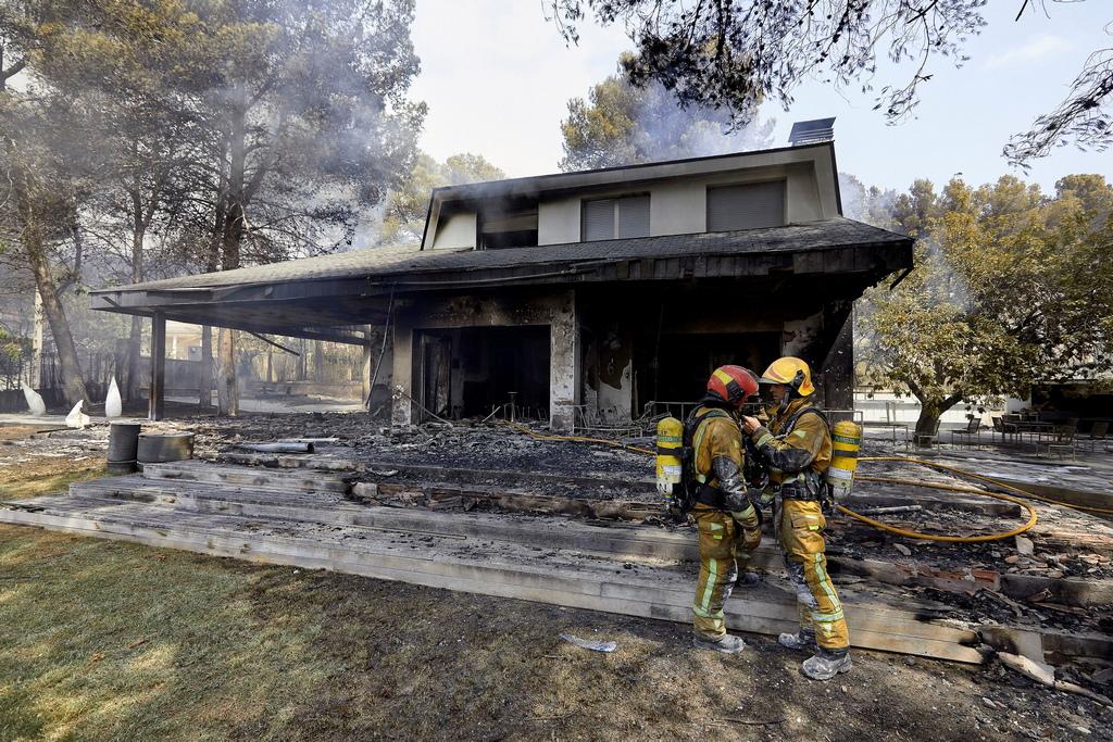 Испания е изправена пред няколко горски пожара, последният от които избухна близо до Лученте в района на Валенсия, където са евакуирани най-малко 2 500 души.