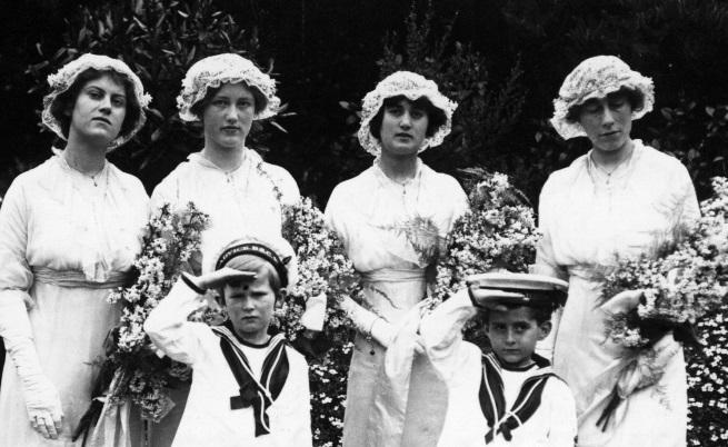 Как са изглеждали шаферките преди 100 години