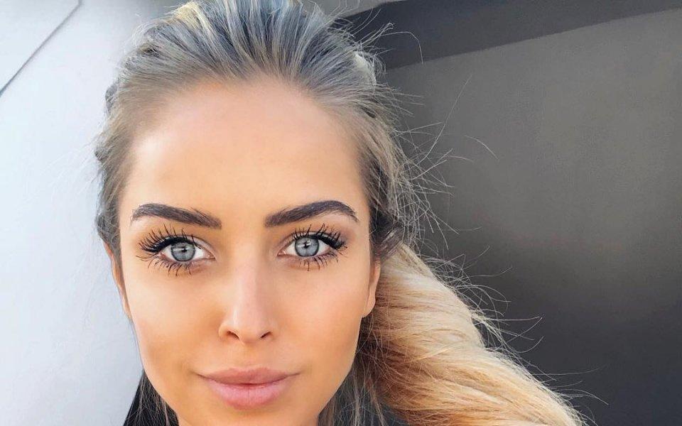 Красавица с омайни очи си пада по моторните спортове