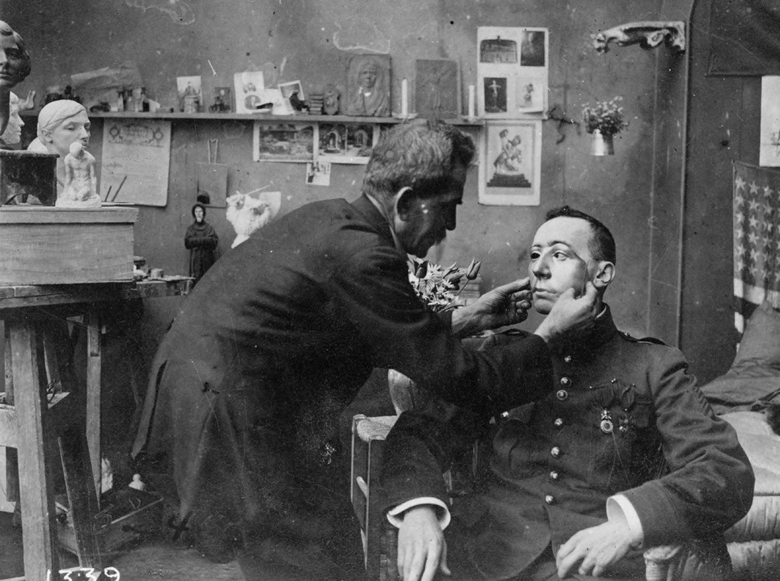 Ана Колдман Уотс Лад е била американски скулптор, който е правил ежедневието на завърналите се войници малко по-добро