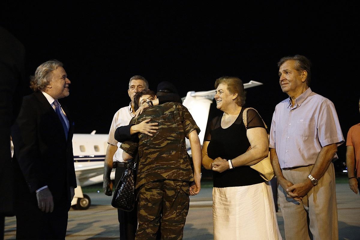 Турски съд разпореди освобождаването на двамата гръцки граничари, които бяха задържани през март по обвинения в шпионаж и незаконно преминаване на границата