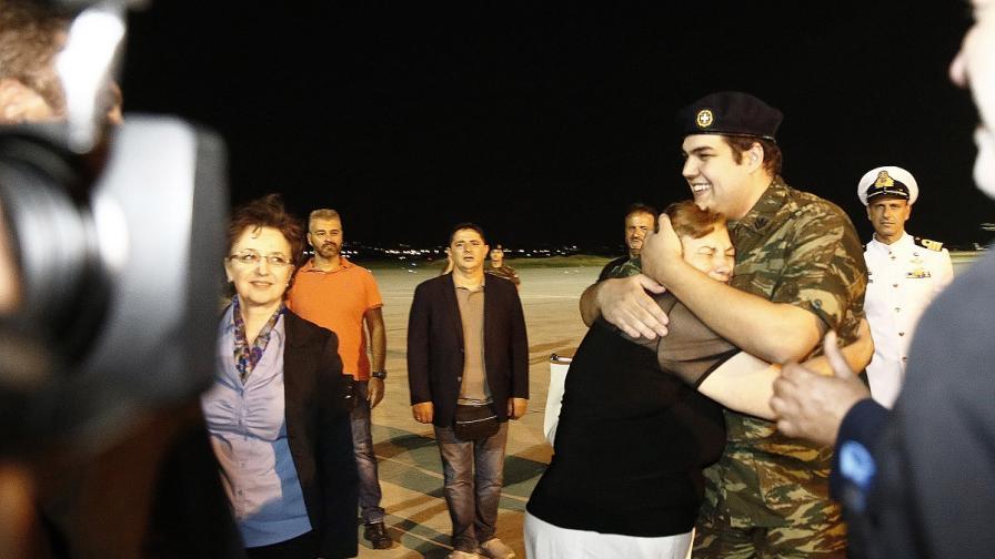 Задържаните в Турция гръцки войници - вече на родна земя