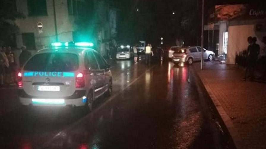 Кола помете тийнейджъри на тротоар в Петрич