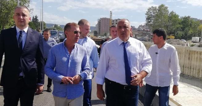 Министър-председателят Бойко Борисов направи символична първа копка на новия участък