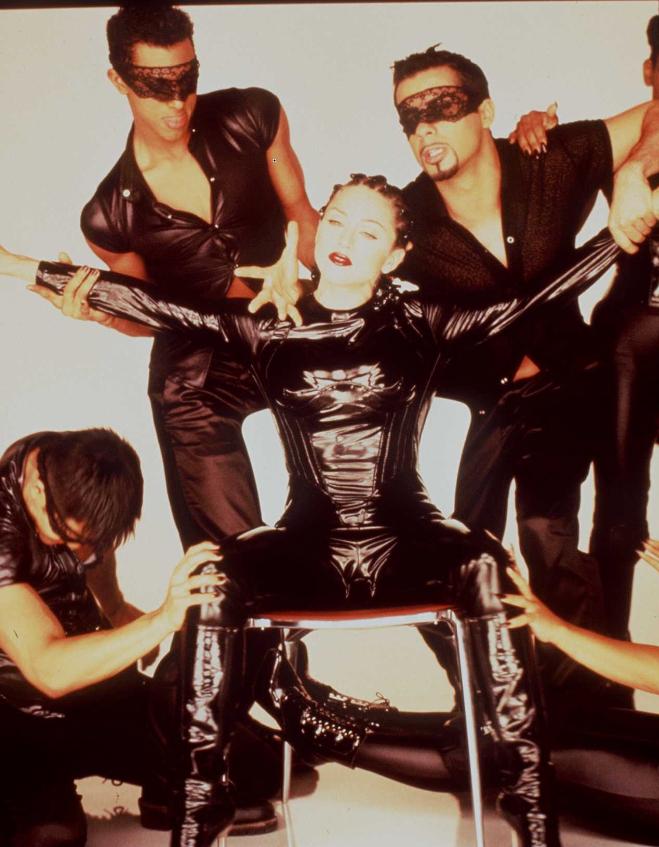 """Мадона по време на клипа """"Vogue""""."""