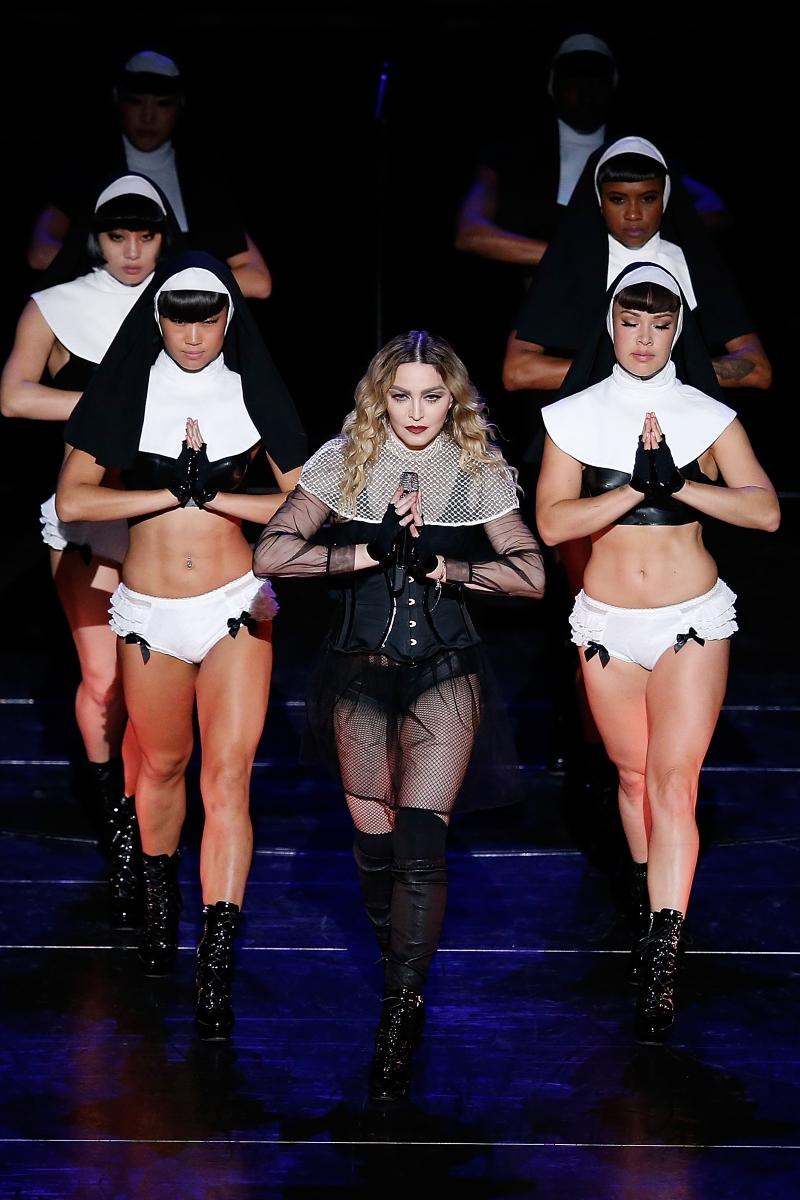 Мадона по време на изпълнение - 2011г.