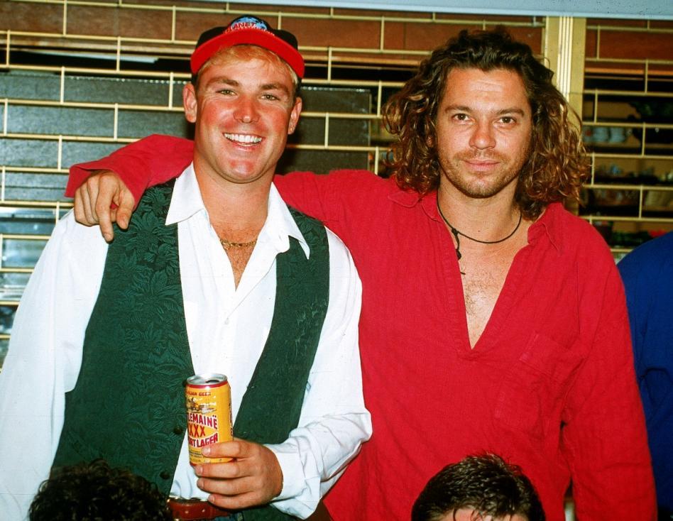 - Вокалистът на легендарната група INXS Майкъл Хътчинс е открит мъртъв в хотелска стая в Сидни на 22 ноември 1997 година.