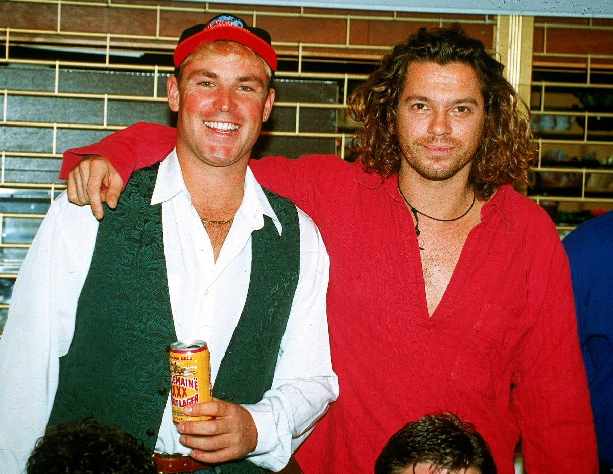 Вокалистът на легендарната група INXS Майкъл Хътчинс е открит мъртъв в хотелска стая в Сидни на 22 ноември 1997 година.