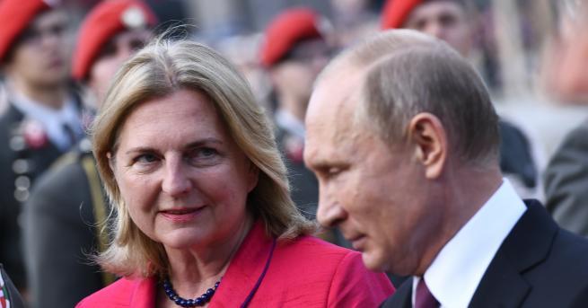 Руският президент ВладимирПутинпристигна със самолет в австрийския град Грац и