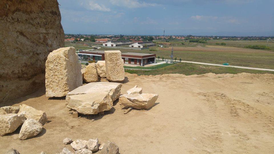 Малтепе е датирана към Трети век, което отнася хипотезата за погребания към някой от двата римски императора, загинали в наши територии.
