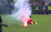Вратарят на Локомотив Пловдив пострада от факла