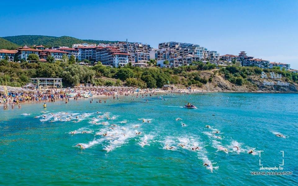 138 плувци се пуснаха в първия маратон в Свети Влас