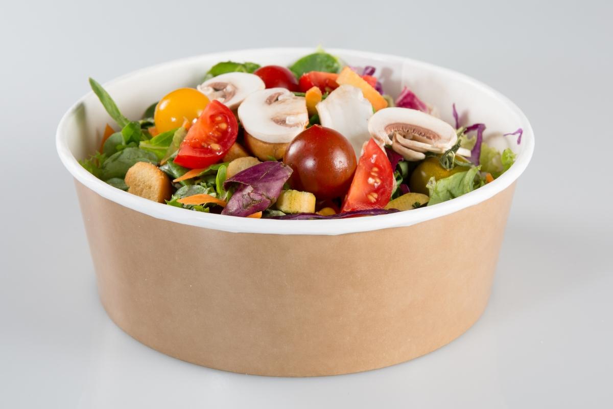 Готови салати в пластмасови кутии. Обикновено те са почти на ръба на срока на годност. А дори да са в него, вероятно хранителните стойности вече не са толкова качествени.