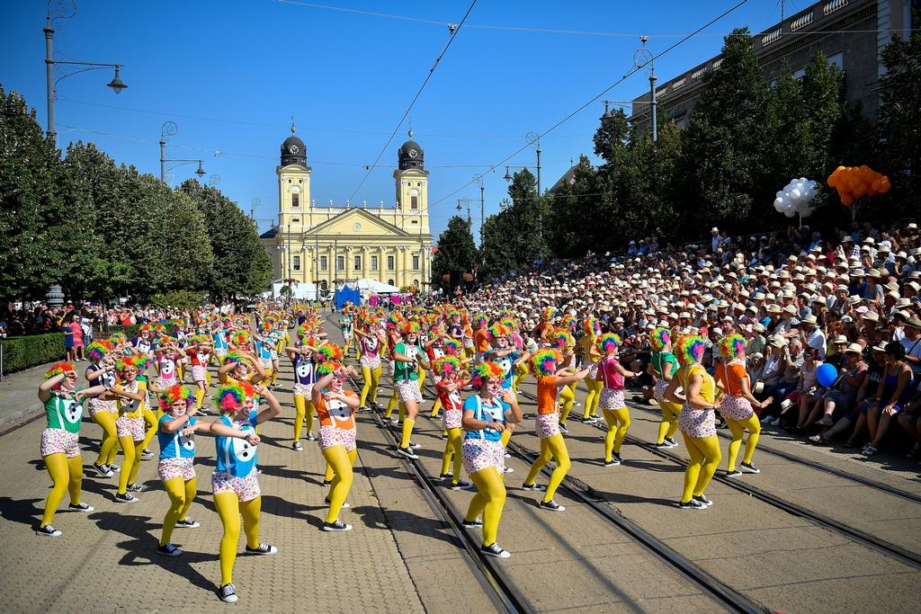Дебрецен е вторият по големина град в Унгария след Будапеща и ежегодно там се провежда карнавал на цветята.