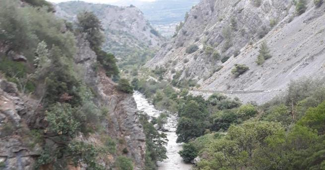 8 души са починали, след като планинска река внезапно придошла