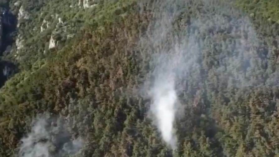 Пожарът над Карлово пак пламна
