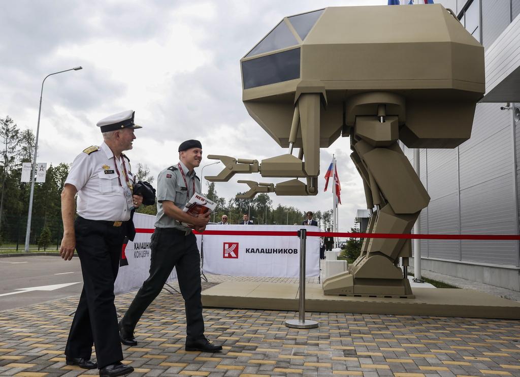 """Най-голямото оръжейно изложения в света - руското """"Армия 2018"""". То се провежда на няколко площадки - полигон Алабино, Парк Патриот, авиобаза Кубинка. В събитието участват около 1 200 руски компании за отбрана и производители на оръжия, показващи 26 000 броя оръжия и военно оборудване, вариращи от хеликоптери и изтребители до танкове и малки оръжия"""