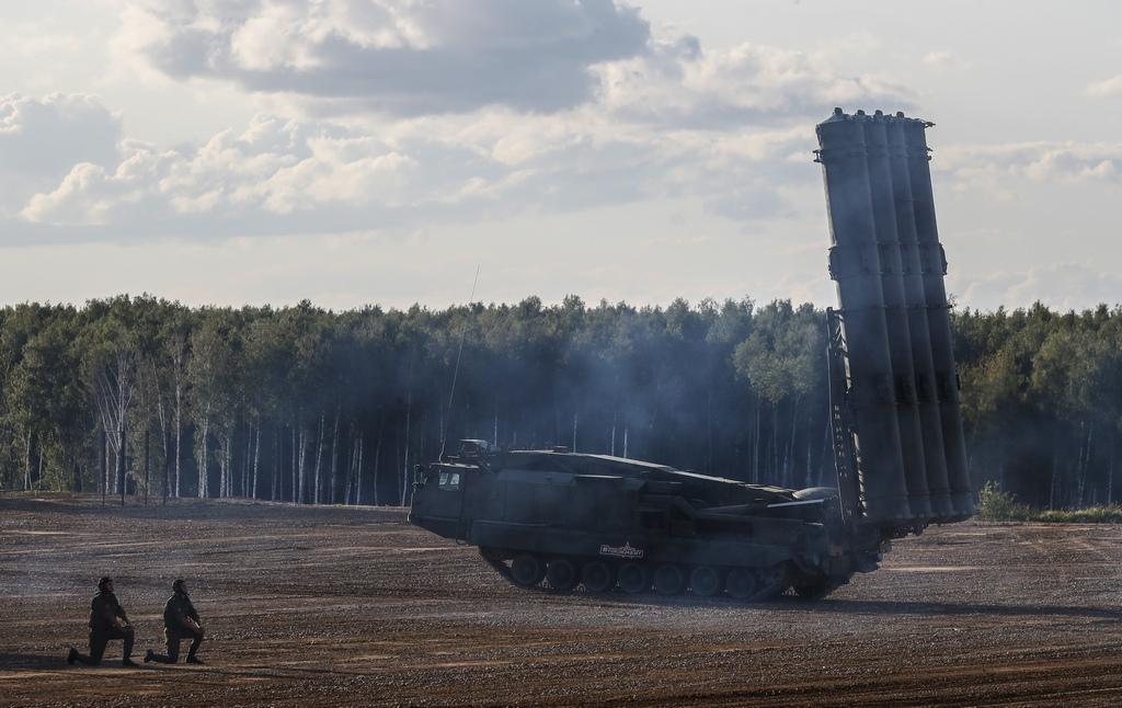 Антей 2500 или С-300ВМ система за противоракетна отбрана с малък обсег. Антей 2500 е предназначена да прихваща крилати и балистични ракети с обсег до 2 500 км. Системата е способна и да засича стелт-самолети, и се отличава с пълна автономност на работа. Друга характерна черта е пълният имунитет към ЕПМ и високата проходимост (Антей 2500 е мобилна система).