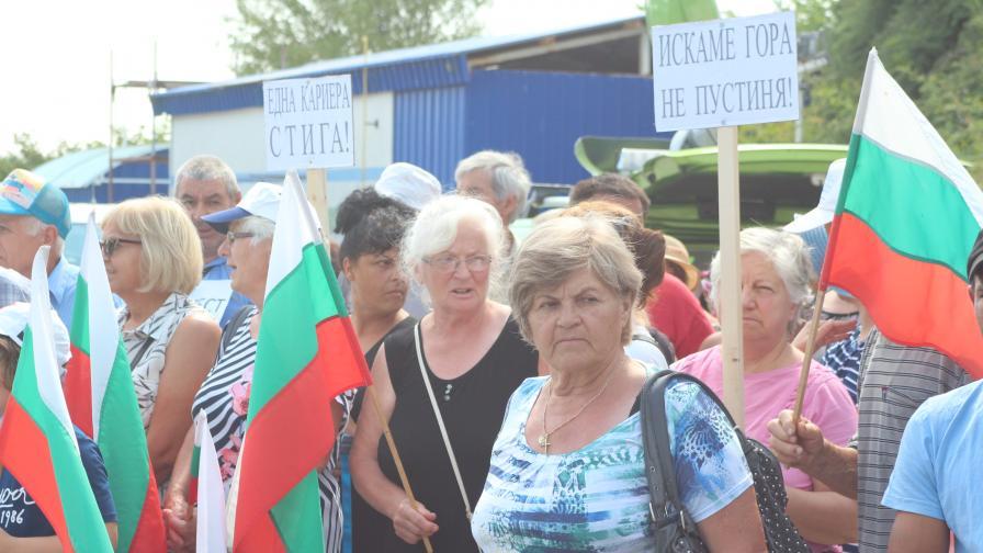 Кариера вдигна на бунт хора от 11 села в Старозагорско