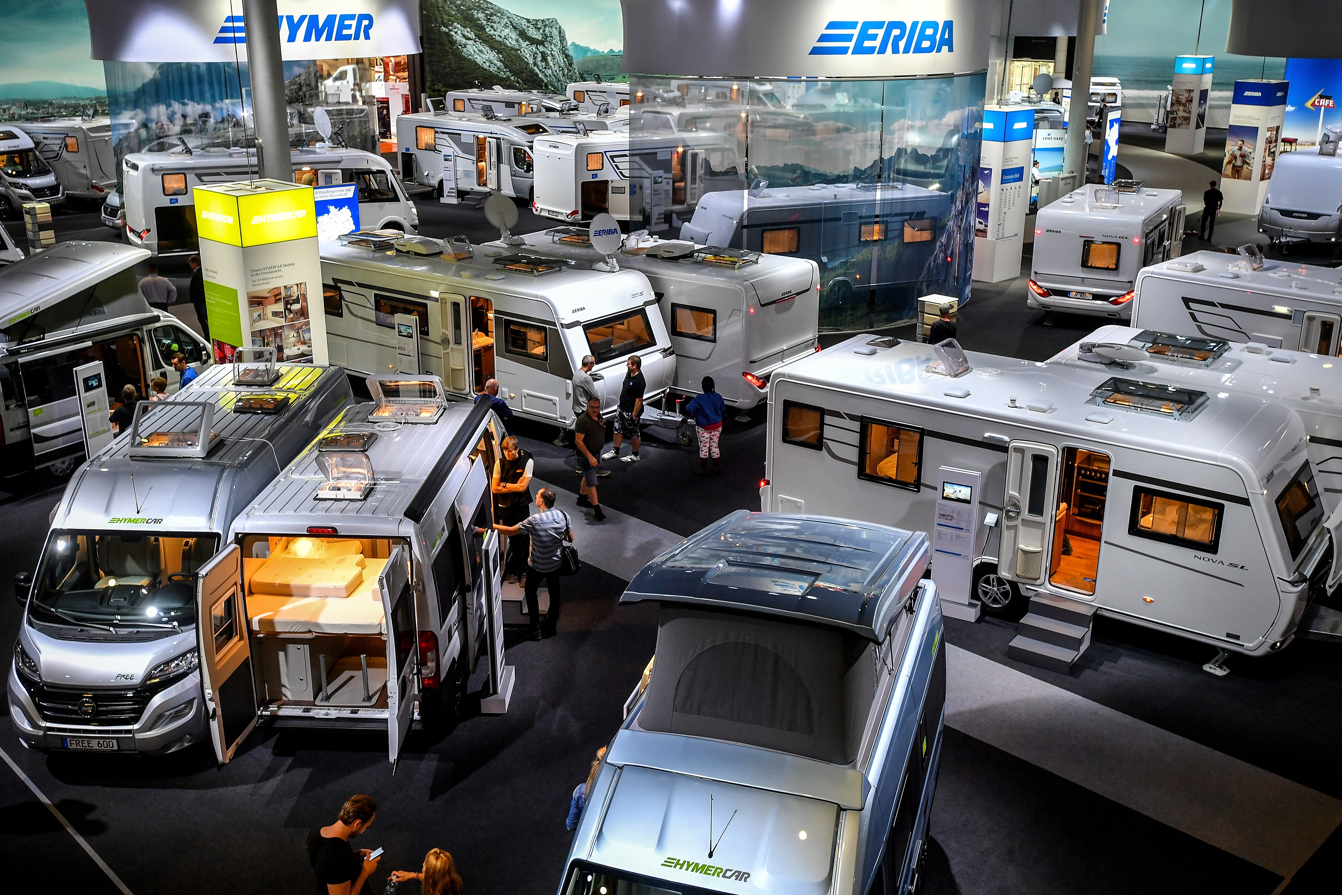 """""""Caravan Salon"""" от 24 август до 2 септември 2018 г. събира международния сектор за каравани и кемпъри за представяне на най-новите си разработки и продукти. За първи път в историята на панаира, посетителите могат да разгледат най-голямото световно изложение за мобилни почивки в общо 13 изложбени зали в Дюселдорф, Германия."""
