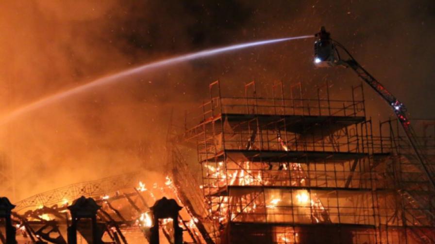 Взривове и пожар край централната гара на Цюрих