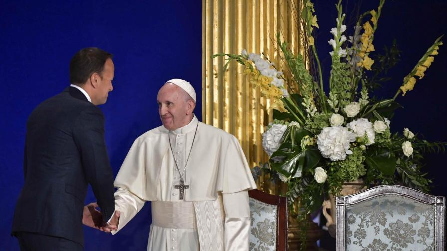 Папата на историческа визита в Ирландия