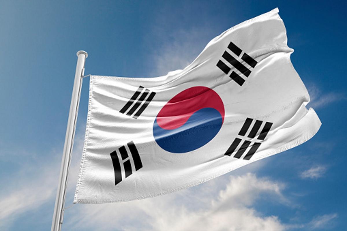 В Южна Корея има специален номер 113, на който можете да подадете сигнал, ако смятате, че някой ви шпионира.