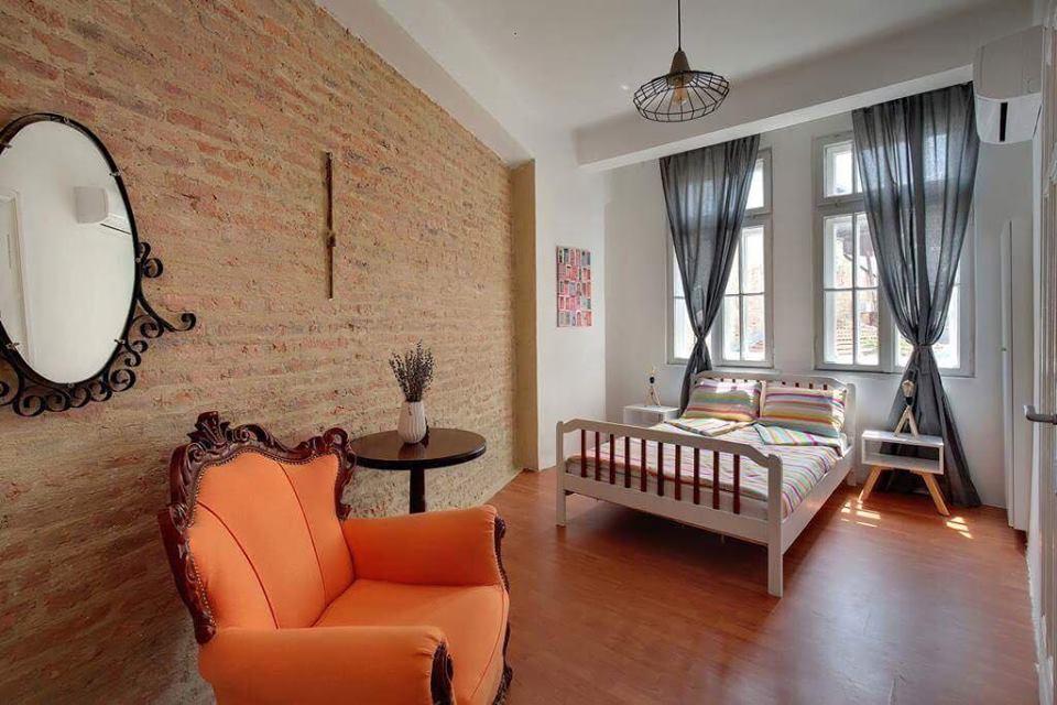 FM предоставя като услуга и управление на бутикови хотели, които също са регистрирани в популярната платформа Airbnb.