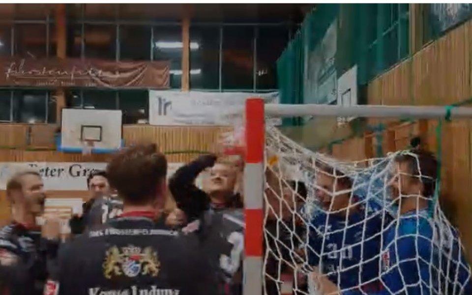 Куриоз: В сетния миг топката се заби в сглобката на гредите (видео)