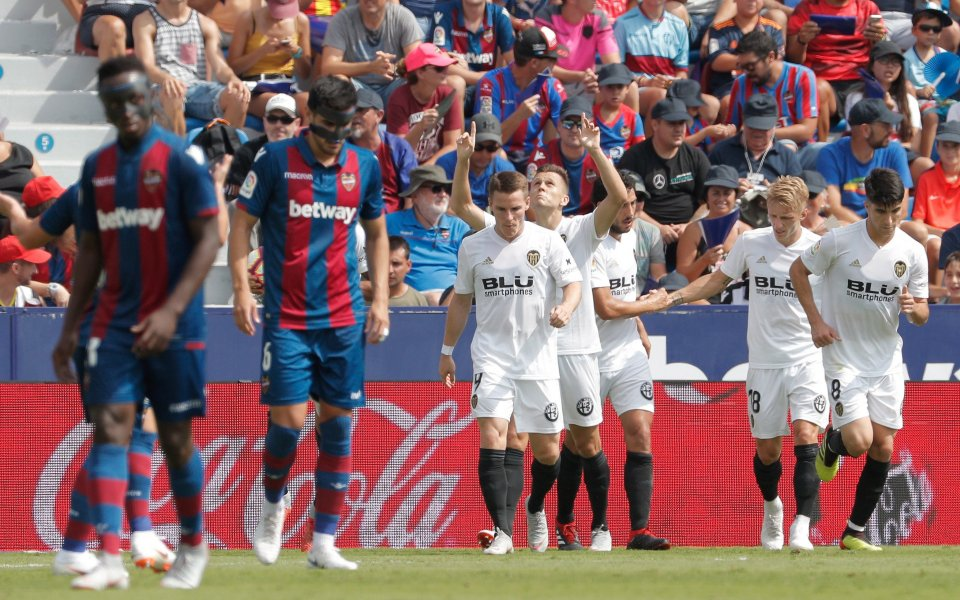 Четири гола, но без победител във валенсианското дерби