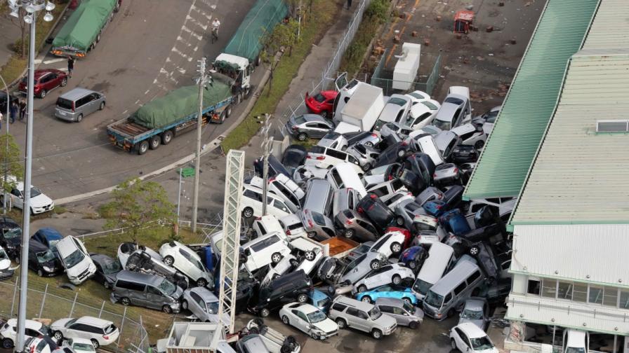 Жертви, разрушения и наводнения след тайфуна Джеби